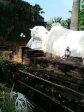 タイ アユタヤの涅槃仏像 いっちゃいましたね