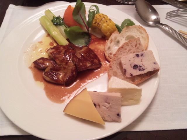 グラスコートでスーパーブッフェいただきました。京王プラザホテル