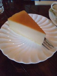 城崎温泉の喫茶店でベイクドチーズケーキのセットいただきました