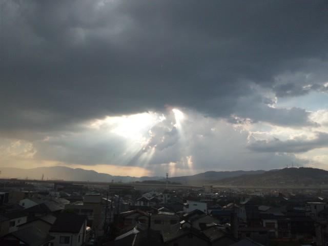 大阪池田はゲリラ豪雨 稲光が轟く