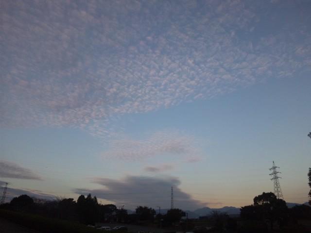 熊本もすっかり秋の空だな うろこ雲だわ