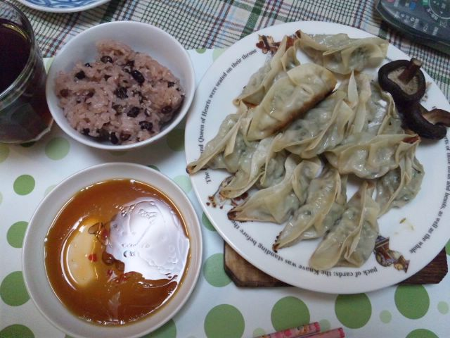 ニラとキャベツとシイタケの餃子