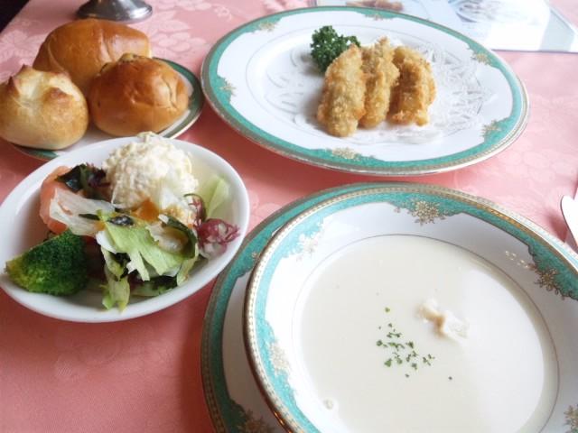大牟田駅近くのレストランでカキフライランチいただきました