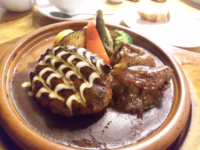 神戸屋キッチンでハンバーグステーキ&ビーフシチュー パン食べ放題いただきました