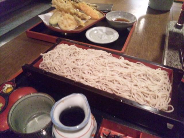 武蔵ヶ丘そば専で大ざると天ぷら盛り合わせいただきました
