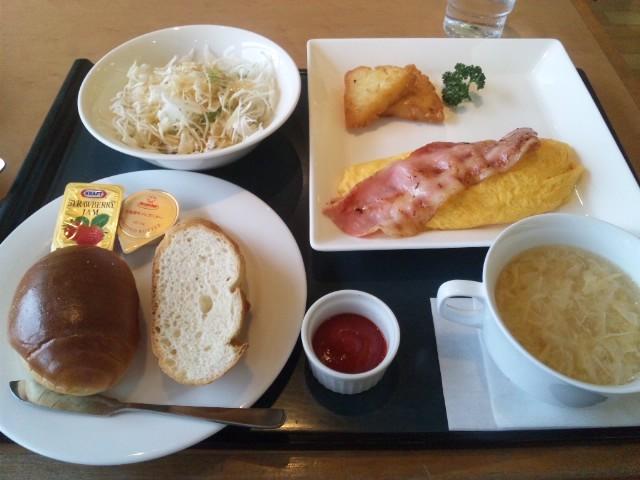 熊本空港でモーニングセット、オムレツがいい!