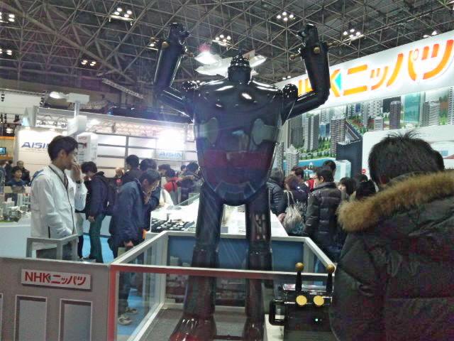 東京モーターショーで鉄人28号とASIMO